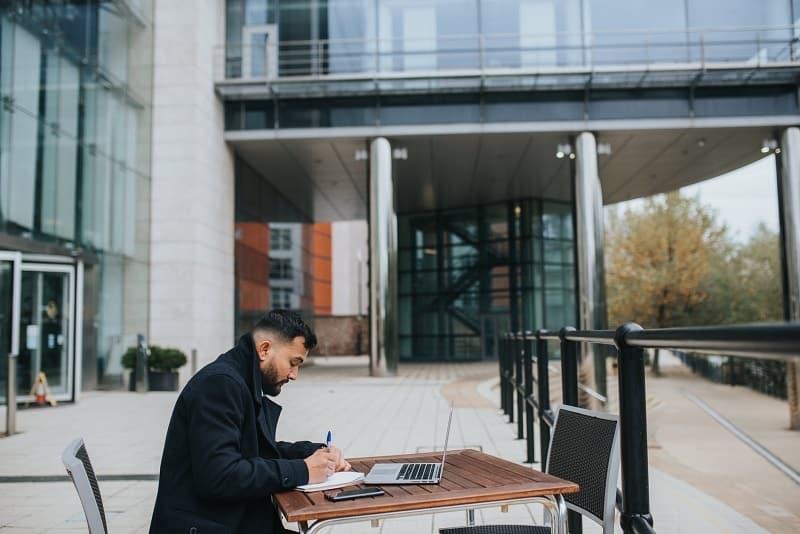 freelancer working outdoors